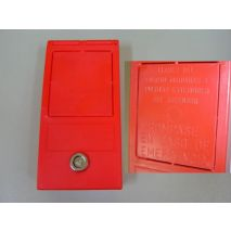 Key Red Box for Machine Room (Spanish Text)
